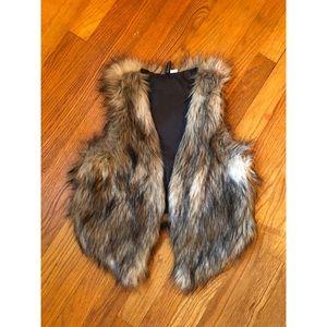 H&M | DIVIDED Cropped Faux Fur Vest Size: 8 UK